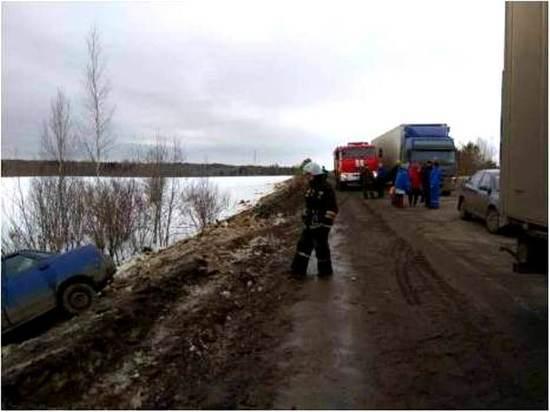 «ВАЗ-2110» попал в аварию с грузовым «Вольво»: есть пострадавший