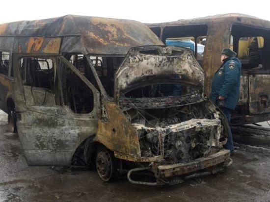 В Новочебоксарске ночью сгорели три ПАЗа и два микроавтобуса