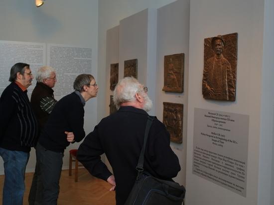 Нижегородский музей получил в дар бронзовые барельефы скульптора Сергея Молькова