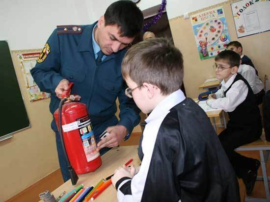 Небезопасная школа: охрана со шваброй и неисправные сигнализации приведут к беде