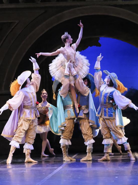 Лучшие артисты балета из Франции, Швейцарии, Англии и России выступили в Алматы