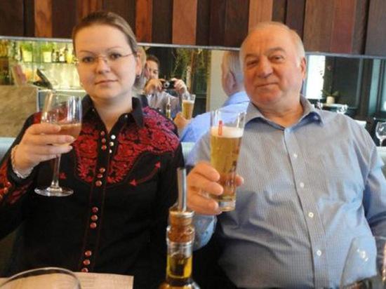 Свидетель по делу Скрипаля защитился от «Новичка» детскими салфетками