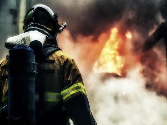 В Самаре на судоремонтном заводе горел танкер