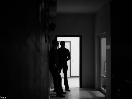 Астраханец выстрелил в товарища в упор в шею