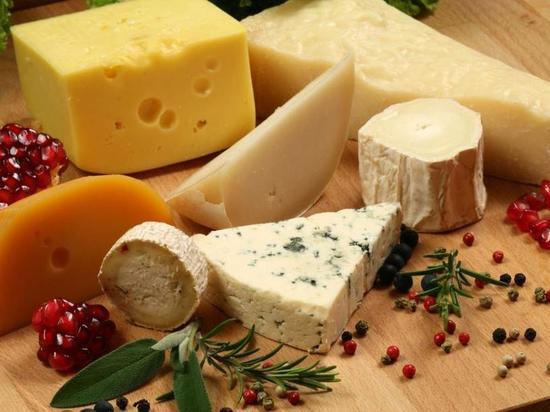 В ульяновском магазине уничтожили почти 8 кг санкционного сыра