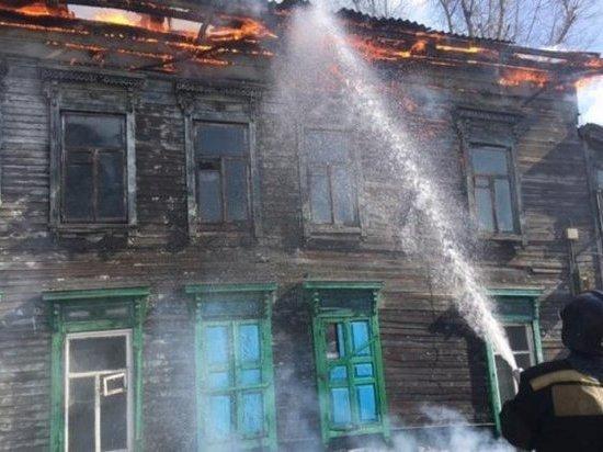 Опять горит история: В Иркутске огонь уничтожил памятник деревянного зодчества