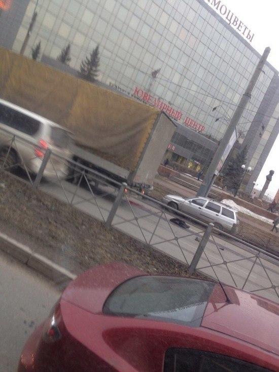 Фура сбила пешехода в Петербурге