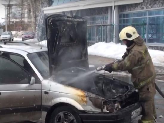 В Архангельске на ходу вспыхнул автомобиль