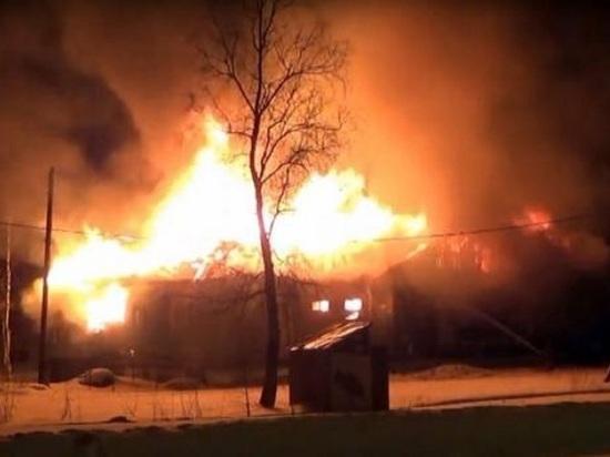 Вчера на окраине Архангельска горел бывший магазин