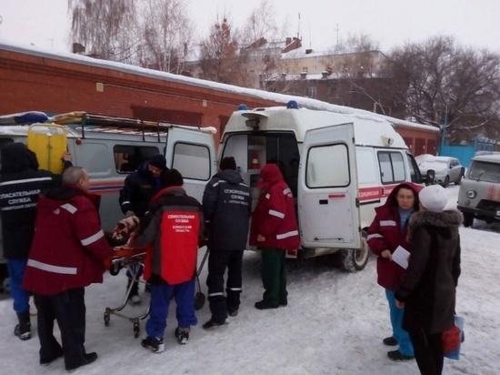 Самарские спасатели эвакуировали рыбака с переохлаждением