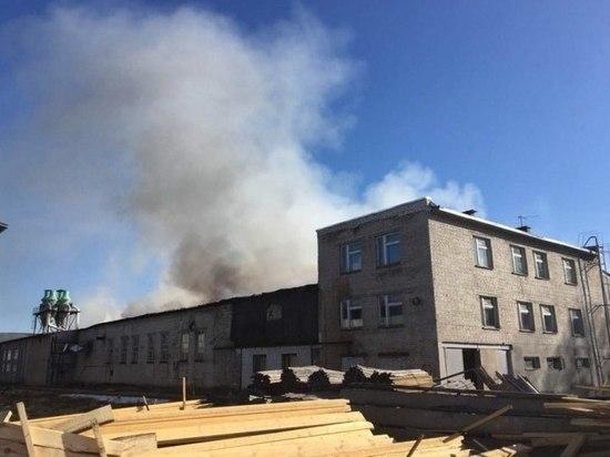 Деревообрабатывающий комбинат загорелся в Канавинском районе Нижнего Новгорода