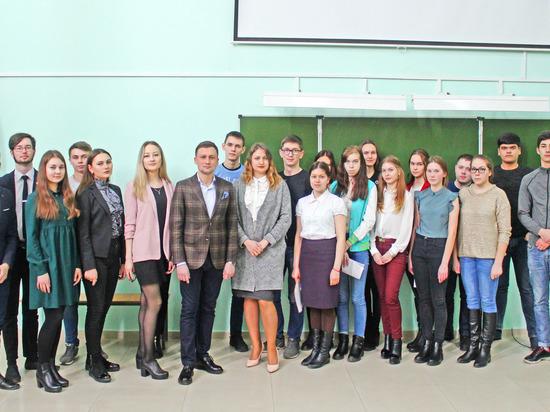 Депутат ЧГСД Ильяс Калмыков предложил студентам попробовать свои силы на муниципальных выборах