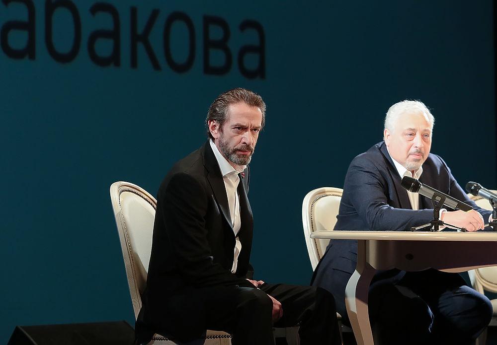 Владимир Машков возглавил «Табакерку»: фотознакомство худрука с актерами и прессой