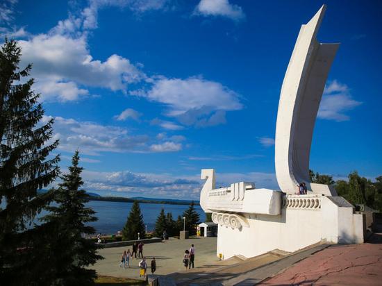 Новый фонтан у монумента «Ладья» опробуют 20 апреля