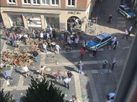 Грузовик въехал в кафе в Германии: есть жертвы, 20 раненых