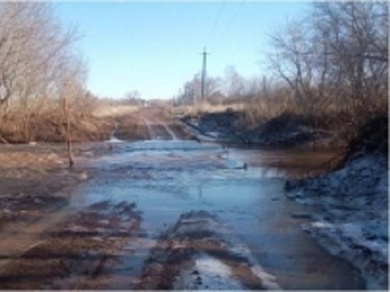 Мост через реку Малый Уран в Александровском районе подтоплен на полметра