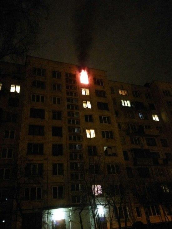 Из горящего дома на Кондратьевском эвакуировали 10 человек