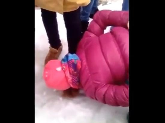 Саратовская ПТУшница сбежала после видео с вылизыванием обуви школьницей