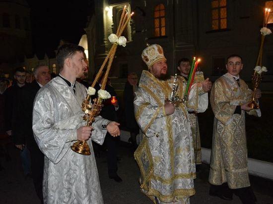 Губернатор Сергей Ситников встретил Пасху в Богоявленско-Анастасиином соборе