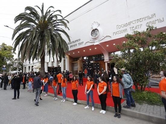 В Абхазии, где нет ни одного кинотеатра, организовали кинофестиваль