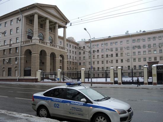 Осуждены сотрудники столичного уголовного розыска, пытавшиеся продать изъятые кортики