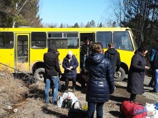 В Усольском районе автобус с пассажирами улетел в кювет