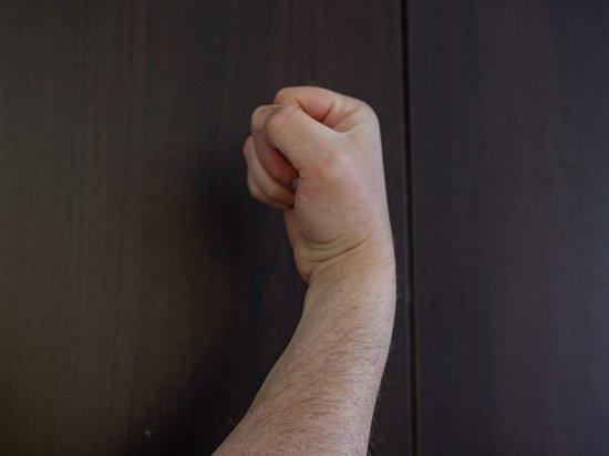 Домашнего тирана, жестоко избивавшего жену и детей, задержали в Петрозаводске