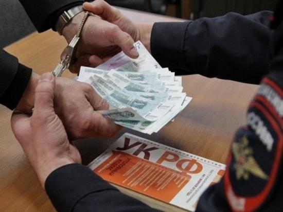 За мошенничество в крупном размере двое полицейских и адвокат пойдут под суд