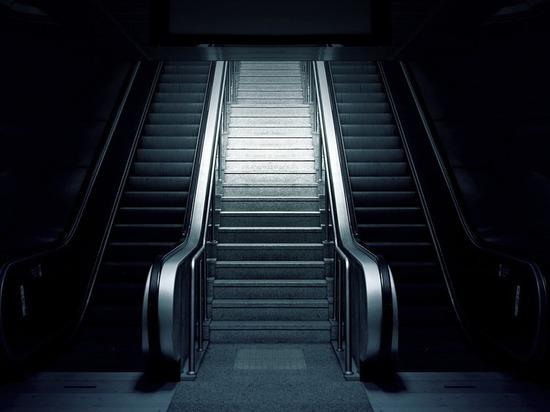 В метро Петербурга запретили просить милостыню