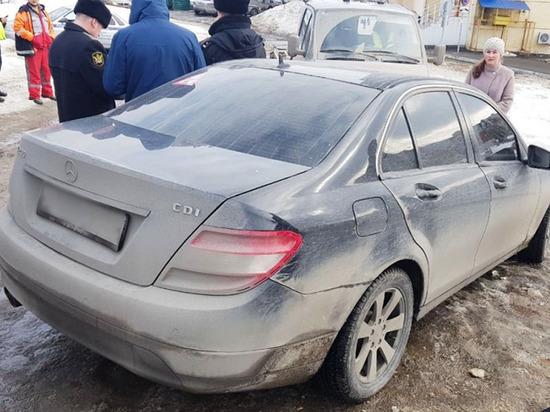 Чебоксарские приставы арестовали Mercedes, хозяйка которого накопила 150 штрафов