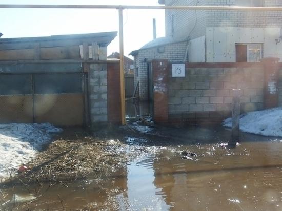 В селе Баратаевка, затопленном из-за паводка, откачали воду