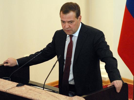 Медведев намекнул на возможный запрет американских товаров