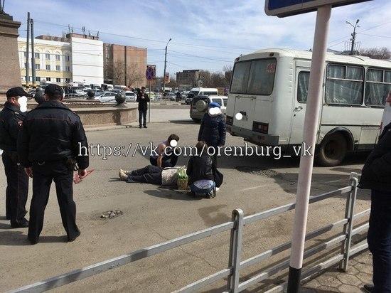 В Оренбурге автобус наехал на упавшую женщину