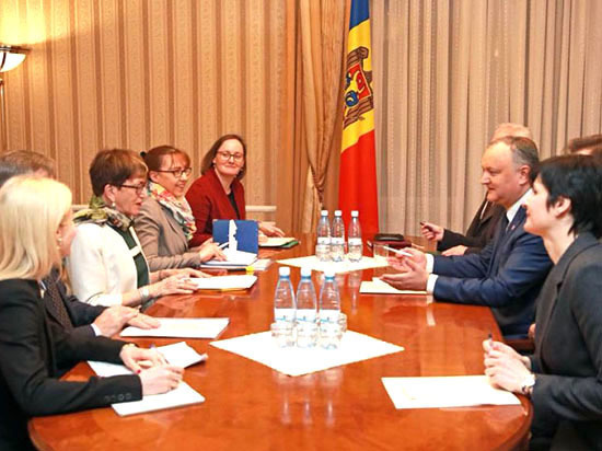 Доверие населения Молдовы к ЕС упало почти вдвое