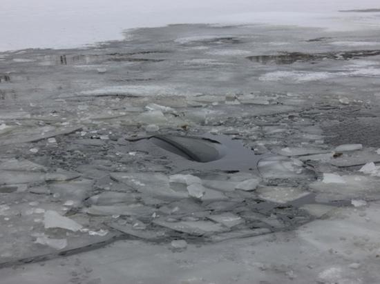«Лада» провалилась под лед Братского водохранилища, полиция разыскивает водителя