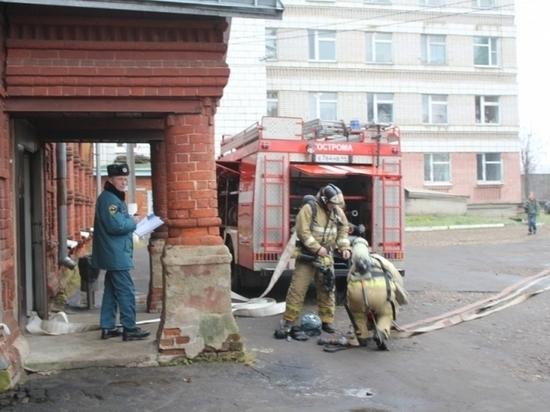 Из-за пожара в подвале областной больницы сегодня эвакуировали людей