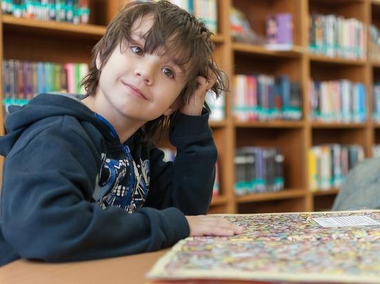 Парфенчиков пообещал не сокращать число библиотекарей Детской республиканской библиотеки