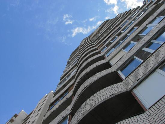 Оренбуржца спасли от прыжка с 17 этажа