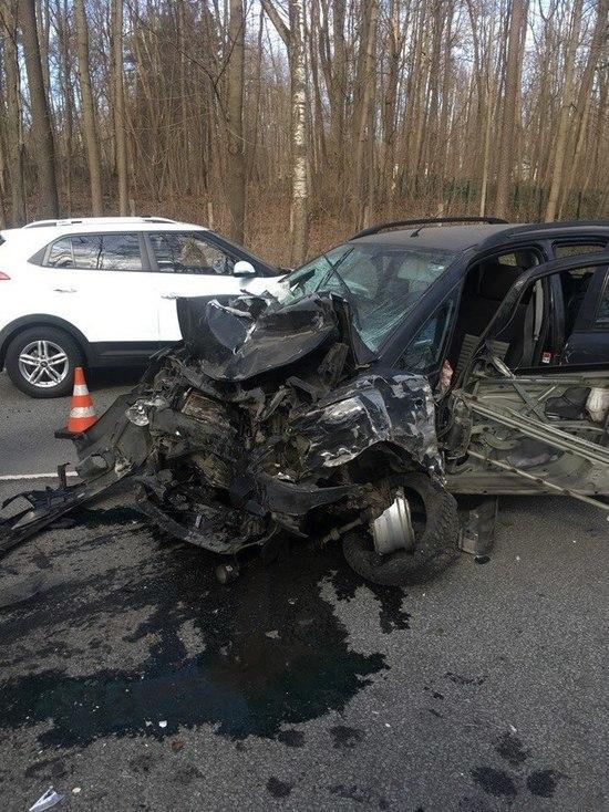 В ДТП на Приморском шоссе пострадали четыре человека