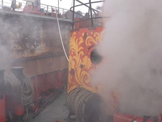 В доке порта Славянка загорелся буксир