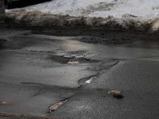 Узнали, на каких улицах в Петрозаводске в ближайшие дни заделают ямы