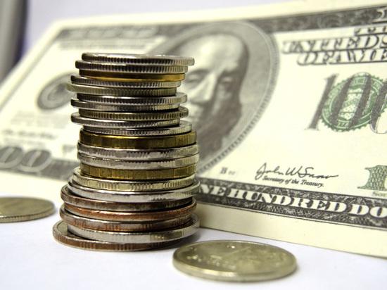 Курс рубля начал расти благодаря американцам