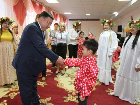 Генеральный директор якутского аэропорта помог детской инклюзивной театральной студии