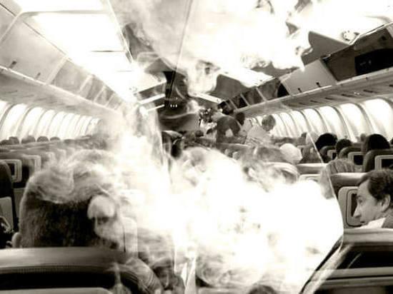 Суд Ленобласти фактически разрешил курить в самолетах