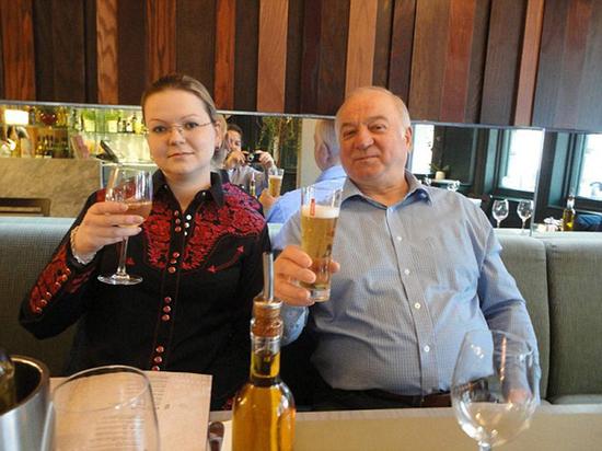 СМИ: спецслужбы РФ следили за Скрипалями 5 лет