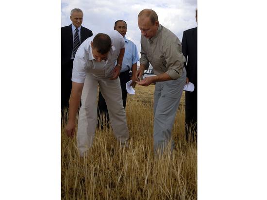 Путин разбогател, продав родную землю