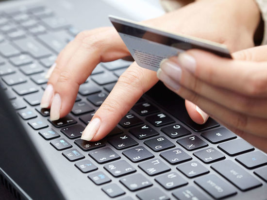 Девочке из Новоорска обещали Айфон, но вместо этого опустошили мамину банковскую карту