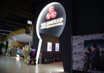 Зачем двери кинотеатров в «Зимней вишне» намертво блокировали велосипедными тросами