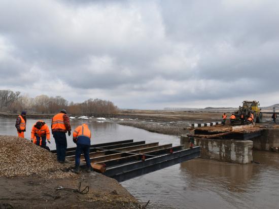 В Алтайском крае из-за первой волны паводка пострадало 28 мостов