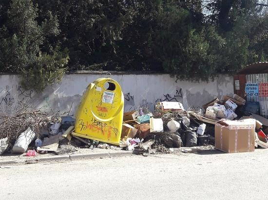 Улица Тургенева в Симферополе становится помойкой